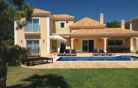 Villas and houses for rent with swimming pools in Faro. Detached house – Albufeira, Faro, Portugal