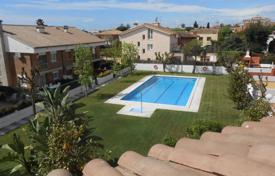 Residential for sale in Premià de Mar. House for sale in Premia de Mar in perfect conditions. With a pool and a garden. Near schools and supermarkets. 10 minutes to the beach