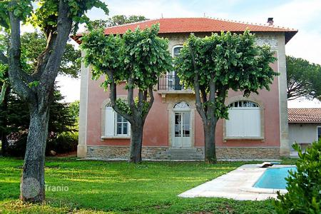 Villas and houses to rent in Gard. Detached house – Gard, France