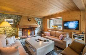 4 bedroom villas and houses to rent in Meribel. Three-storey chalet with balconies and terraces with panoramic mountain view, near the slopes, Meribel, France