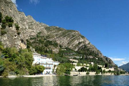 Hotels for sale in Lombardy. Hotel with private beach and swimming pool near the lake in Limone del Garda