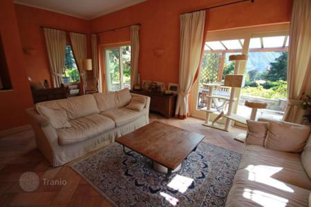 Residential for sale in Tremezzina. A walking distance to the lake and centre, very nice villa with 4