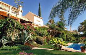 Luxury houses for sale in Malaga. Classic Villa with tropical Garden-El Paraiso