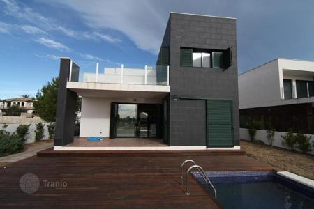 Houses with pools by the sea for sale in Catalonia. Luxury villa on the seafront