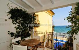 Property for sale in Alassio. Alassio two bedroom apartment de luxe seafront just few steps from the beach