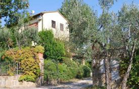 3 bedroom houses for sale in Barberino Val D'elsa. Three-storey villa with an olive grove in Barberino Val d'Elsa, Tuscany, Italy