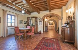 3 bedroom houses for sale in Tuscany. Spacious estate in Foiano della Chiana, Italy. High-quality finishing, two terraces, large plot