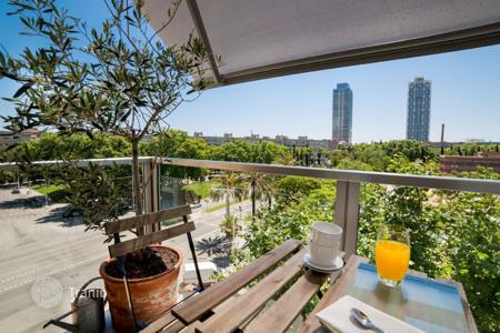 Apartments for rent with swimming pools in Spain. Apartment – El Poblenou, Barcelona, Catalonia,  Spain