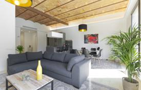 Luxury apartments for sale in Catalonia. Renovated apartment with a balcony in a prestigious area of Barcelona, Spain