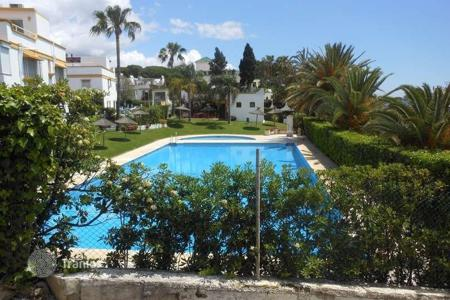 Townhouses to rent overseas. Terraced house – Malaga, Andalusia, Spain