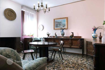 Apartments for sale in Veneto. Elegant 100 sqm apartment with classic and sophisticated features in the historical San Marco district