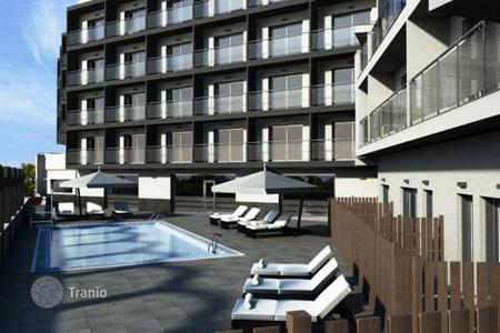 Coastal hotels for sale in Barcelona. Three-star hotel in Barcelona, Spain. Garden, swimming pool, parking, 200 meters from the sea