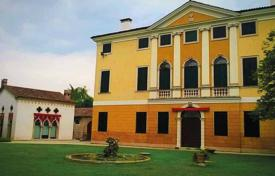Luxury houses for sale in Veneto. Exclusive historic villa with a terrace and a park, Veneto, Italy