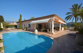 Houses with pools for sale in Côte d'Azur (French Riviera). Spacious villa on a fenced plot with a garden, a pool and a parking, in a calm district, 10 minutes from the airport, Carros, France