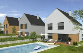 4 bedroom houses for sale in Central Bohemia. Townhome – Central Bohemia, Czech Republic