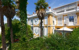 Luxury 4 bedroom houses for sale in Nice. Historic villa with panoramic windows and a picturesque garden, in the popular Mont Boron district, Nice