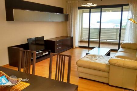 3 bedroom apartments for sale in Catalonia. Fantastic flat with 3 bedrooms, sea view and parking in zona Monterrey