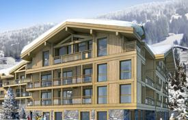 Apartments with pools for sale in Auvergne-Rhône-Alpes. Apartment in a new residence with a swimming pool, in the center of a ski resort, 150 meters from the ski lift, Les Gets, Alpes, France