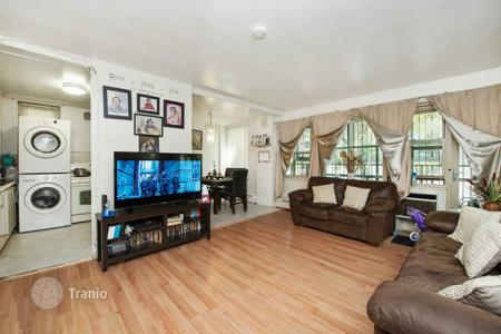 Residential to rent in Brooklyn. AMAZING 3 BED 1.5 BATH in PRIME EAST NEW YORK!