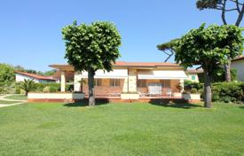 5 bedroom villas and houses to rent in Forte dei Marmi. Villa – Forte dei Marmi, Tuscany, Italy