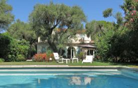 3 bedroom villas and houses to rent in Côte d'Azur (French Riviera). Cap d'Antibes — 200 meters away from the sea — Villa to rent