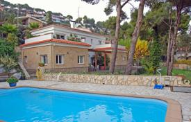 Luxury 4 bedroom houses for sale in Catalonia. Comfortable villa with a pool, a garden and a barbecue, 450 meters from the beach, Lloret de Mar, Spain