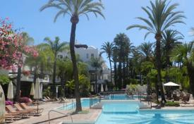 Apartments with pools for sale in Puerto Banús. Ground Floor Apartment for sale in Alcazaba, Marbella — Puerto Banus