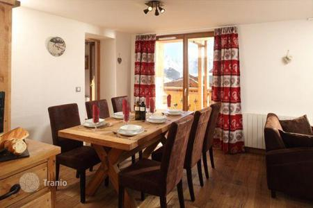 Villas and houses to rent in Huez. Charming chalet in the heart of Alp d'Huez, French Alps, France