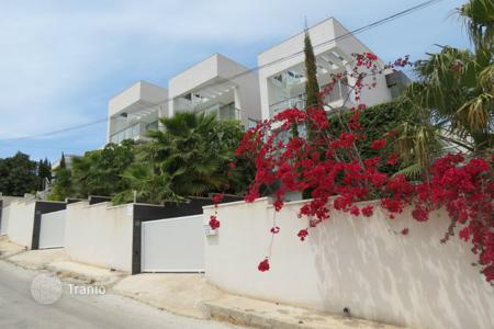 Luxury property for sale in El Campello. Villa of 6 bedrooms fully furnished, with two pool and sea views in El Campello