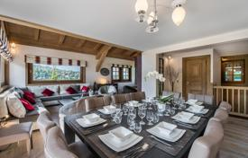 Property to rent in Megeve. Renovated chalet in Megeve, France. House for 10 people, with lounges and a garage, at 70 meters from the slope