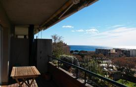 Apartments for sale in Sant Andreu de Llavaneres. Three-level apartment with a sea view in Sant Andreu de Llavaneres, Alicante, Spain