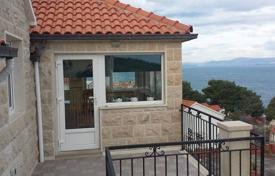 Property for sale in Postira. Spacious flat with a terrace and sea views in a cozy residence, near the beach, Postira, Split-Dalmatia County, Croatia