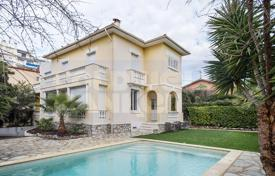 4 bedroom houses by the sea for sale in Cannes. Magnificent property in the heart of Cannes, Basse Californie