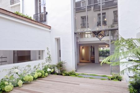 5 bedroom houses for sale in Ile-de-France. Neuilly-sur-Seine. A superb private mansion