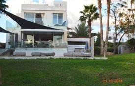 Property for sale in Chloraka. Private Frontline Villa 50m To THE SEA 5 Bedrooms — Chlorakas