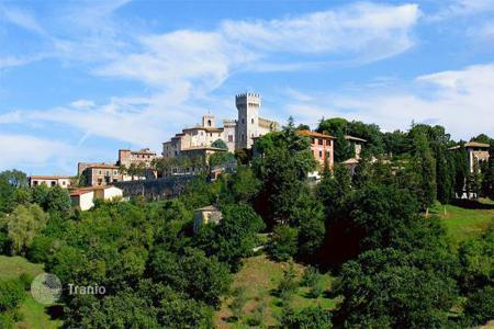 Commercial property for sale in Tuscany. 'Il Centro Benessere'is a prestigious hotel in the historic centre of San Casciano dei Bagni (SI) which includes 12 rooms