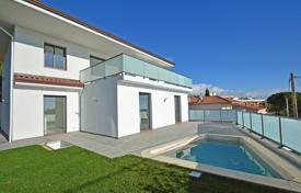 4 bedroom houses for sale in Roquebrune - Cap Martin. Modern villa with sea views in Roquebrune-Cap-Martin