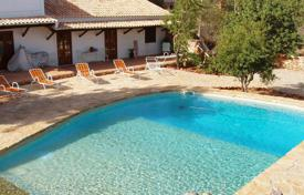 Traditional 3-bedroom Country House with Land, Pool, Jacuzzi and Annex, Salir, Loulé for 519,000 $