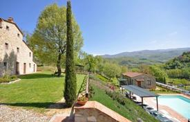 Villas and houses to rent in Arezzo. Villa – Castel Focognano, Tuscany, Italy