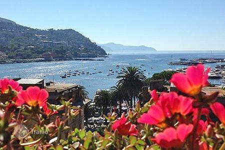 Property for sale in Rapallo. Apartment – Rapallo, Liguria, Italy
