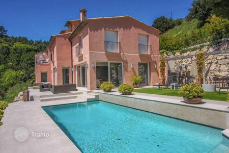 Luxury houses for sale in Èze. Luxury villa with panoramic sea views in the village of Eze
