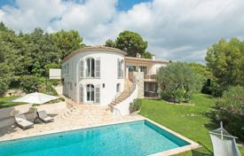 Luxury villas and houses for rent with swimming pools in Côte d'Azur (French Riviera). Saint Paul-de-Vence — Pleasant villa with sea view
