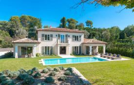 Splendid Provencal villa with a view over the village of Mougins for 3,450,000 €