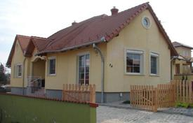 2 bedroom houses for sale in Lake Balaton. Well maintained house with a large plot of land in the village of Zalaapati, Hungary