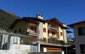 Apartments with pools for sale in Lombardy. Located in a small Residence with swimming pool a new first floor apartment with wonderful lake views