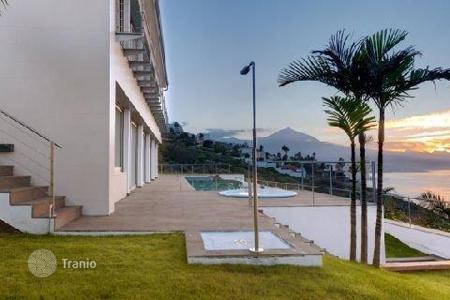 Luxury 5 bedroom houses for sale in Canary Islands. Villa – El Sauzal, Canary Islands, Spain