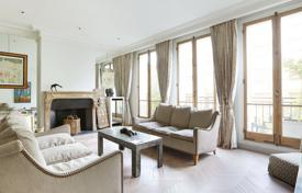 Luxury houses for sale in Ile-de-France. Neuilly-sur-Seine – A superb near 340 m² Hotel Particulier in the Folie St James neighbourhood