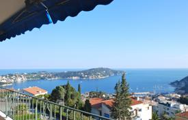 2 bedroom apartments for sale in France. Superb spacious two bedroom apartment with large terrace and panoramic views over the bay of Villefranche and Cap Ferrat