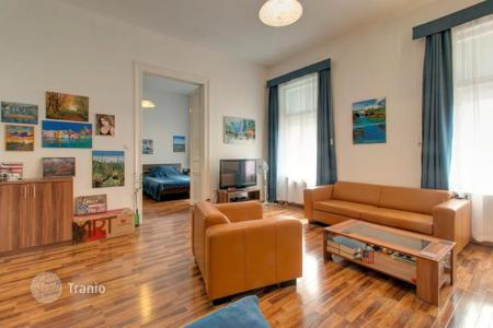 1 bedroom apartments for sale in Budapest. Apartment in tip-top condition, in a historic building with an elevator, in the 6th district of Budapest, Hungary