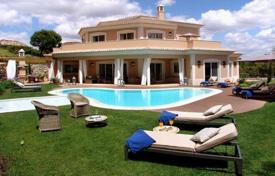 Luxury 5 bedroom houses for sale in Faro. Modern Villa in Quinta-do-Lago